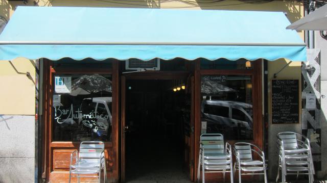 Afuera del Bar Automático, Calle de Argumosa, 17, Madird