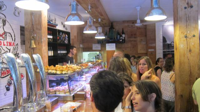 Inside the Txakolina in La Latina, Calle Cava Baja 26, Madrid