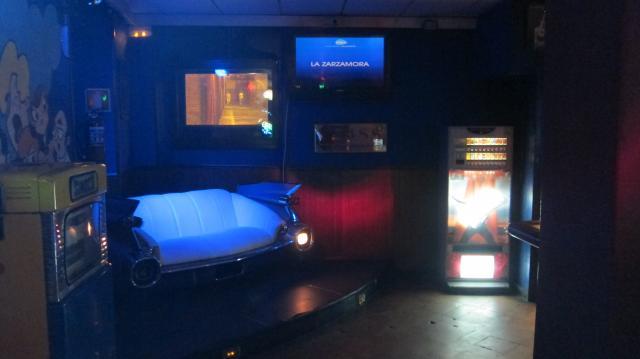 50's Chevrolet sofa in Laser Karaoke, Calle de las huertas, Madrid