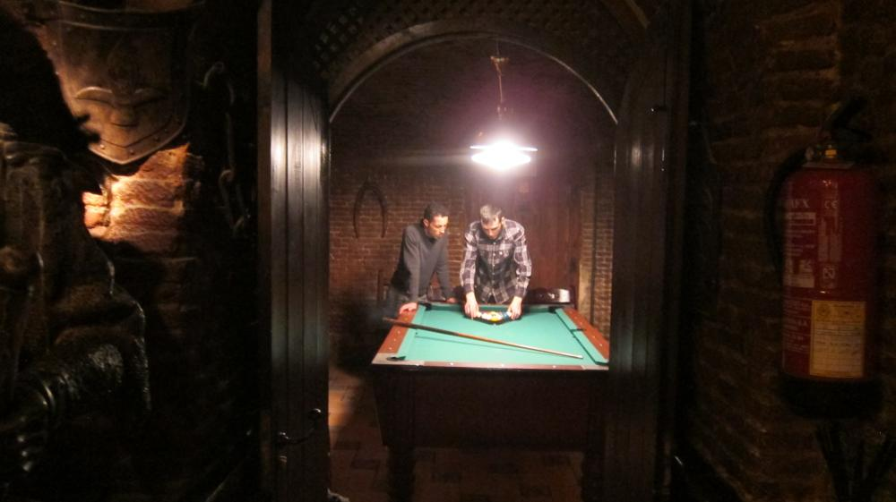 The Blegger Pub Guide - The pool table at La Fontana De Oro Irish bar in Sol, Calle de la Victoria,1, Madrid, Spain