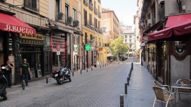 Narrow streets of Sol