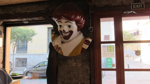 Cabeza de Ronald McDonald en el Zombie Bar in Malasaña, Calle del Pez, 7, Madrid
